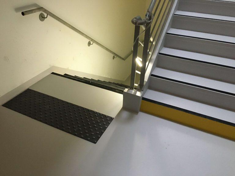 Escalier en résine esthétique CHRU Lille